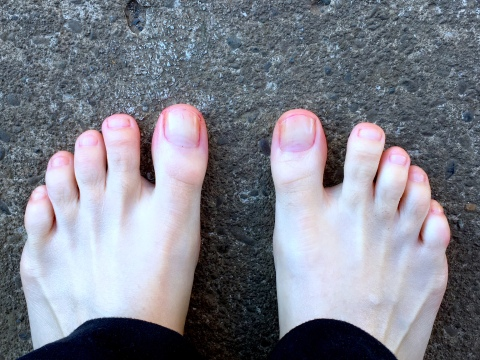 hallow toes